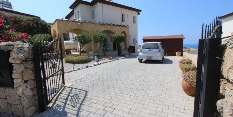 Luxury Frontline Seaview Villa 3 Bed - North Cyprus Property 11