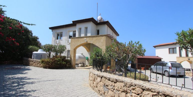 Luxury Frontline Seaview Villa 3 Bed - North Cyprus Property 12