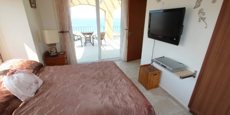 Luxury Frontline Seaview Villa 3 Bed - North Cyprus Property 45