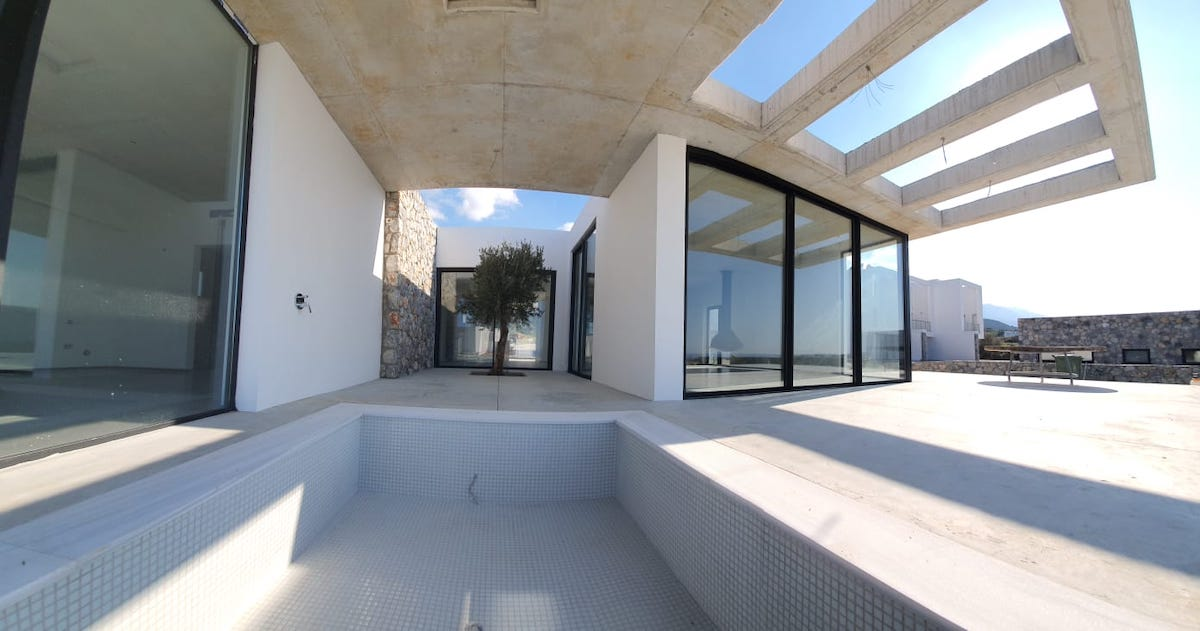 Unique Ultra-Modern Seafront Villa 3 Bed