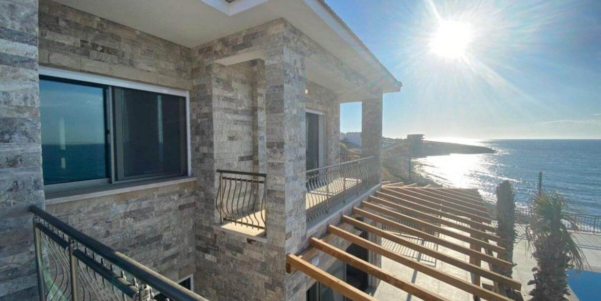 Esentepe Exclusive Beachfront Villa 4 Bed - North Cyprus 35